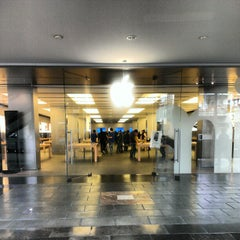 Photo taken at Apple Store, La Maquinista by Pau P. on 1/22/2013
