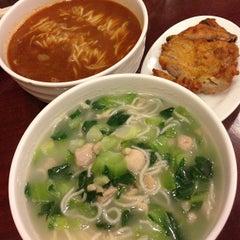 Photo taken at Wu Yueng Chun Shanghai Restaurant 滬揚川上海料理 by 遊上 y. on 5/2/2013