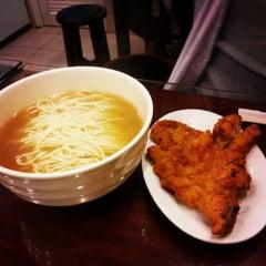 Photo taken at Wu Yueng Chun Shanghai Restaurant 滬揚川上海料理 by 遊上 y. on 11/24/2012