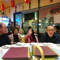 Photo taken at Taste Good Beijing Cuisine 京味轩 by Harrison Osito C. on 2/14/2014