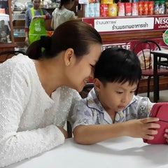 Photo taken at ร้านพรเทพ อาหารเช้ายอดนิยม by Samart J. on 6/7/2014