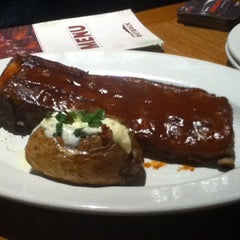 Photo taken at Outback Steakhouse by Vini on 11/20/2012