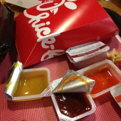 Photo taken at Chick-fil-A by Susyta on 5/1/2013