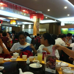 Photo taken at Swatow Seafood Restaurant 汕头海鲜 by Peter L. on 1/26/2013