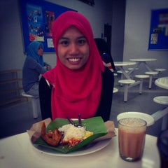 Photo taken at Caffe d'library @ UTHM by Aishah R. on 12/19/2012