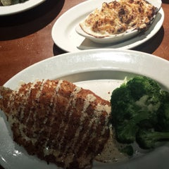Photo taken at J. Alexander's Steakhouse by LeAnne G. on 10/20/2014