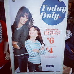 Photo taken at Old Navy by Ayanna G. on 11/15/2014