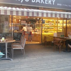 Photo taken at 쿄베이커리 (Kyo BAKERY) by Woo Ri H. on 10/16/2012