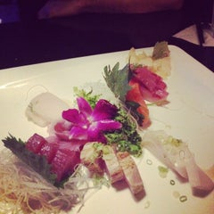 Photo taken at Hana Japanese Steakhouse and Sushi Bar by Priscila D. on 7/5/2014