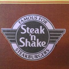 Photo taken at Steak 'n Shake by Steve R. on 9/16/2012
