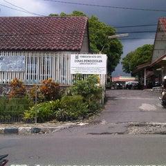Photo taken at Kantor Dinas Pendidikan Kota Batu by Agung P. on 12/18/2012