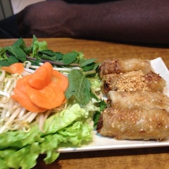 Photo taken at Pho Dong-Huong by Avilon J. on 5/18/2015