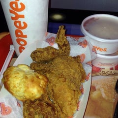 Photo taken at Popeyes by Francisco H. on 7/10/2015