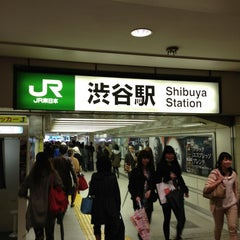 Photo taken at 渋谷駅 (Shibuya Sta.) by Seunghoon K. on 4/6/2013