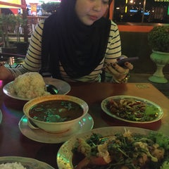 Photo taken at Sala Classic Seafood Restaurant by Cik I. on 3/9/2016