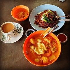 Photo taken at Kompleks Makan Tanglin by Tg Man on 10/23/2014