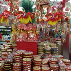 Photo taken at Shun Fat Supermarket by Hazel on 2/3/2013