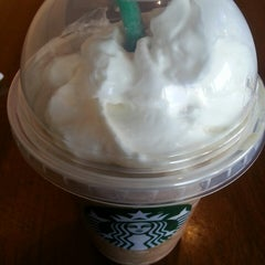 Photo taken at Starbucks by Yeryn D. on 2/14/2013