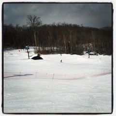 Photo taken at Paoli Peaks - Ski, Ride, Tube by reuben s. on 2/9/2014