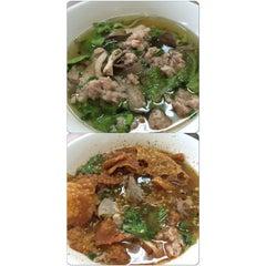 Photo taken at ก๋วยเตี๋ยว วิชัย (Wichai Noodle) by Nut101 J. on 9/12/2014
