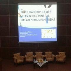 Photo taken at Auditorium Perpustakaan Sultanah Nur Zahirah, UMT by Humaira A. on 10/30/2013