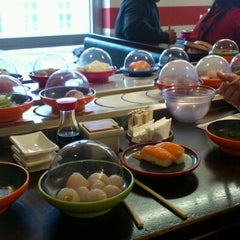 Photo taken at Okiru Running Sushi by Sandra Z. on 11/28/2012