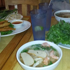 Photo taken at Oodles of Noodles Vietnamese Cuisine by Jack S. on 1/24/2014