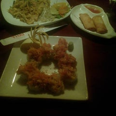 Photo taken at Thai Hana Restaurant & Sushi Bar by Jasen S. on 12/11/2012