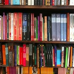 Photo taken at Livraria Saraiva by Gledson Luís S. on 12/17/2012