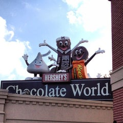 Photo taken at Hershey's Chocolate World by Bertrand on 10/10/2012