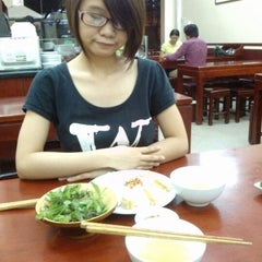 Photo taken at Bánh Cuốn Gia An by Thanhma S. on 9/30/2012