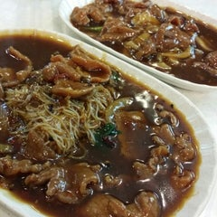Photo taken at Geylang Lorong 9 Beef Kway Teow by Fannie K. on 9/13/2014