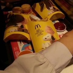 Photo taken at McDonald's & McCafé (แมคโดนัลด์ & แมคคาเฟ่) by bambam.♡ on 11/24/2015