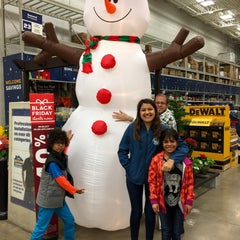 Photo taken at Lowe's Home Improvement by Juan F. on 11/29/2015
