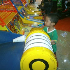 Photo taken at Timezone by Ranni K. on 4/13/2013
