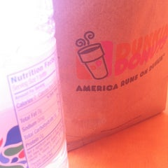Photo taken at Dunkin Donuts by Jasmine M. on 5/1/2013