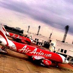 Photo taken at Don Mueang International Airport (DMK) ท่าอากาศยานดอนเมือง by Tan T. on 7/6/2013