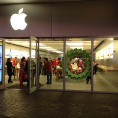 Photo taken at Apple Store, The Falls by Robertson A. on 12/23/2012
