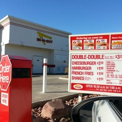 Photo taken at In-N-Out Burger by Jennifer D. on 1/4/2013