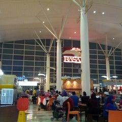 Photo taken at RASA Food Arena (Medan Selera) by Zek A. on 12/23/2012