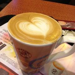 Photo taken at Mr. Brown Coffee 美麗華店 by Naomi on 3/7/2013