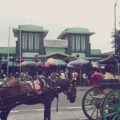 Photo taken at Pasar Beringharjo by Sintya I. on 1/3/2013