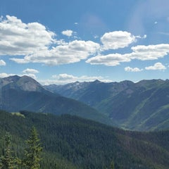 Photo taken at The Sundeck at Aspen Mountain by Amber H. on 7/30/2015