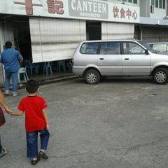 Photo taken at Canteen (Season Motor) by Voon Kiah Yun on 11/18/2012