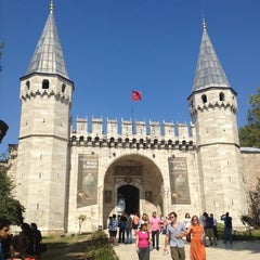 Photo taken at Topkapı Sarayı by Hamide A. on 8/25/2013