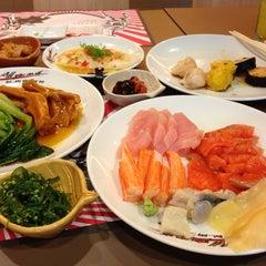 Photo taken at Oishi Buffet (โออิชิ บุฟเฟ่ต์) by Sakchai P. on 7/8/2013