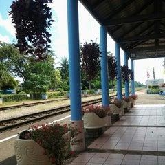 Photo taken at สถานีรถไฟบางแก้ว (Bang Kaeo) SRT4331 by Por Poch L. on 12/8/2012