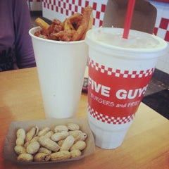 Photo taken at Five Guys by Arthur R. on 1/18/2013