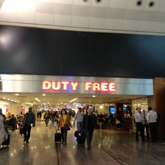 Photo taken at ATÜ Duty Free by Gülen Y. on 3/14/2013