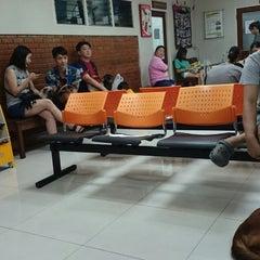 Photo taken at โรงพยาบาลสัตว์สุวรรณชาด (Suwanchard Pet Hospital) by Pridchaya J. on 11/30/2014